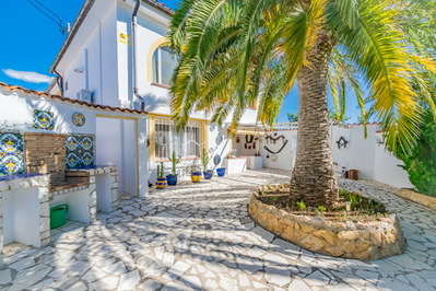 Ref:V4300E Villa For Sale in La Nucia